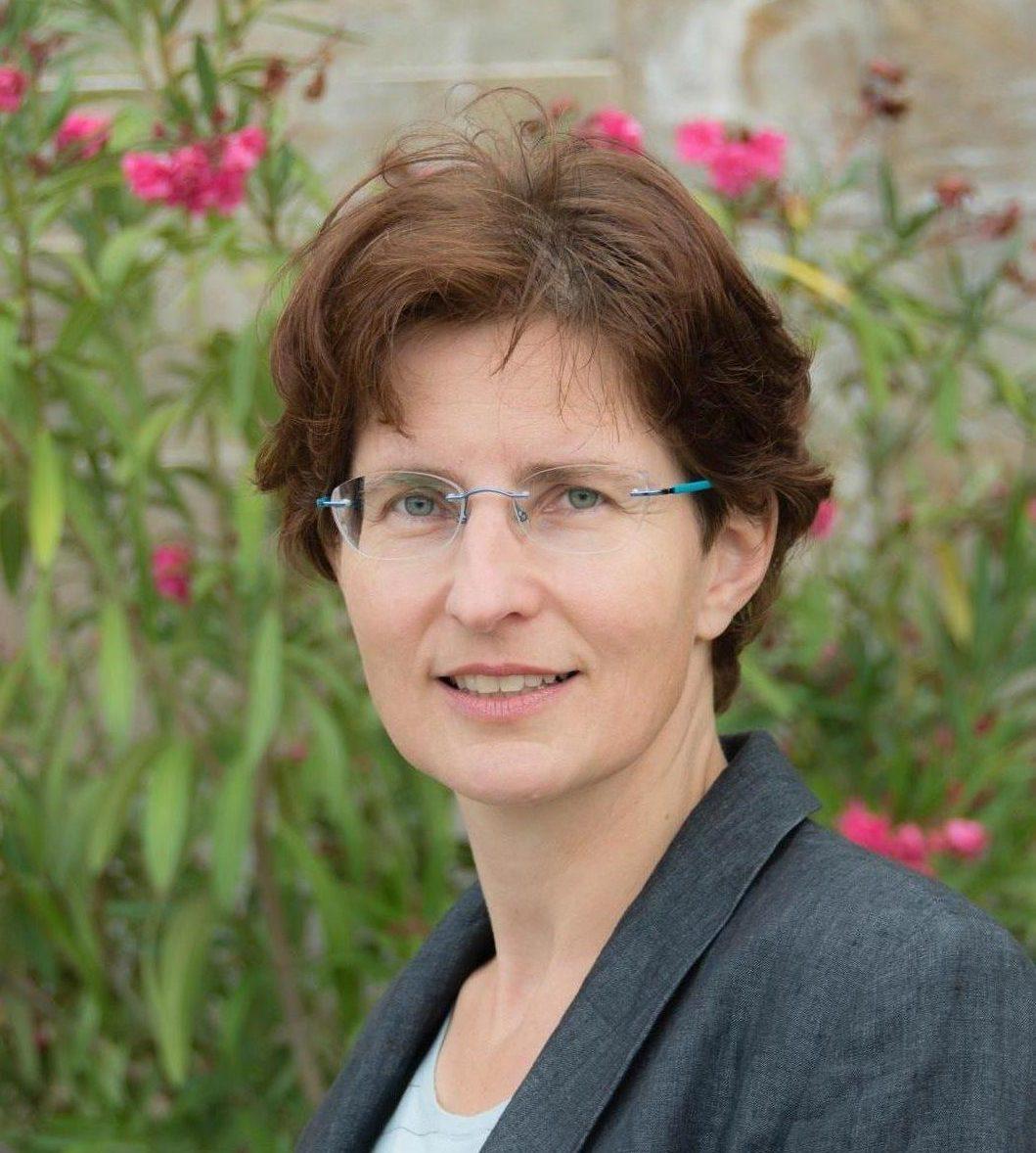 Dr. Gesine Hofinger